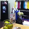 L'enseigne australienne Lorna Jane a mis en place dans ses magasins des miroirs digitaux reliés à Facebook.
