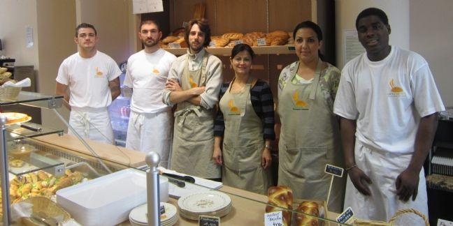 Antoine Soive (2e à gauche), entouré d'une partie de l'équipe de Drôle de pain