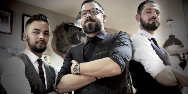 Le coiffeur/barbier Emmanuel Renaud (au centre)et son équipe