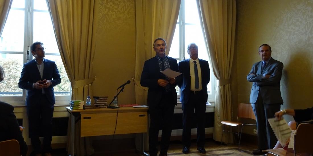 Le maire de Reims, Arnaud Robinet (à gauche) et Patrick Vignal (au centre), président de l'association Centre-ville en mouvement, à Paris le 7 septembre 2017.