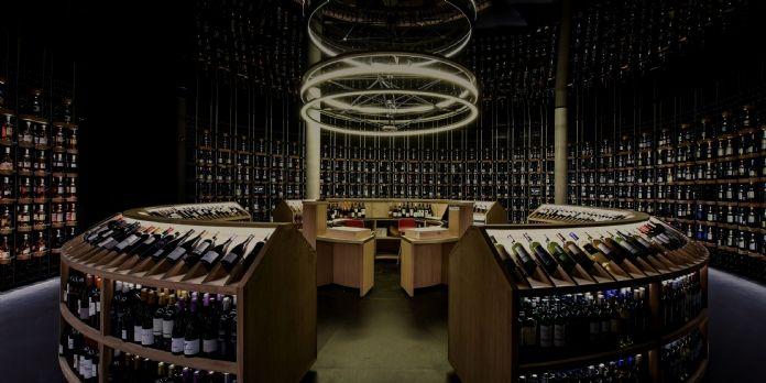 A Bordeaux, un complexe culturel abrite une cave a vin digitalisé