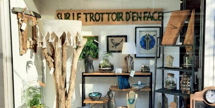 Sur le trottoir d'en face, le dépôt-vente local, artisanal et original